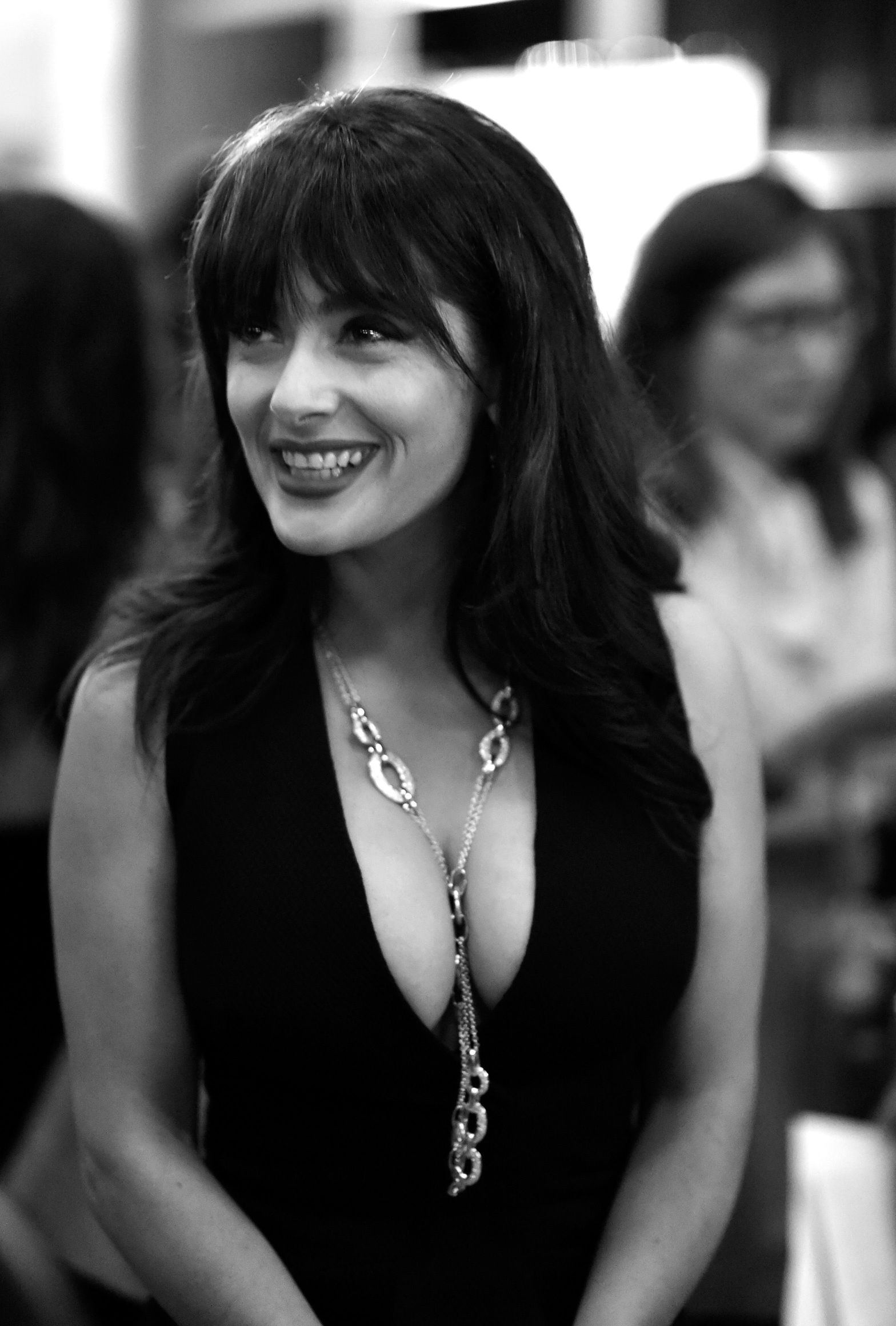 Salma Hayek Cleavage (17 Photos)