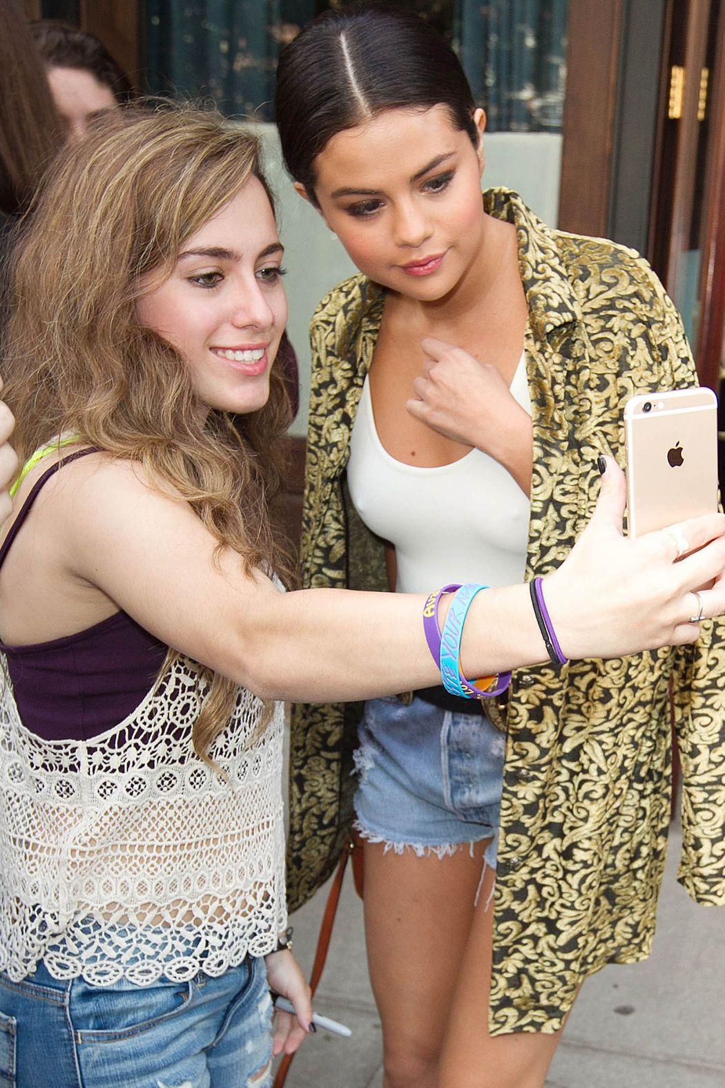Selena Gomez See Through (8 Photos)
