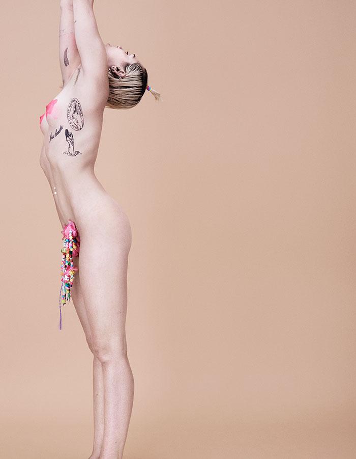 Miley Cyrus Naked (6 Photos)