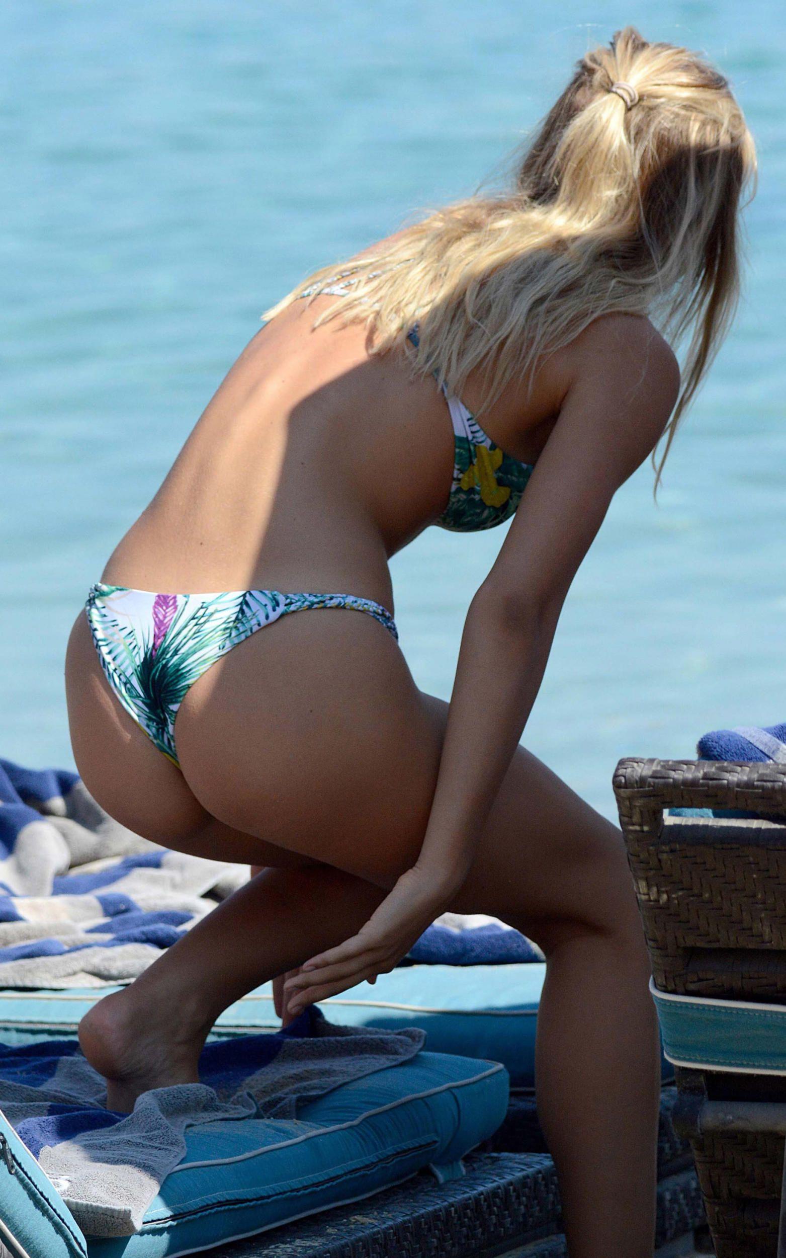 Alexis Ren in a Bikini (10 Photos)