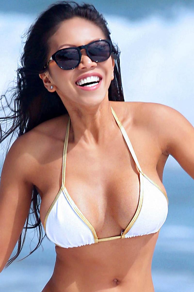 Caya-Hefner-in-a-Bikini-1