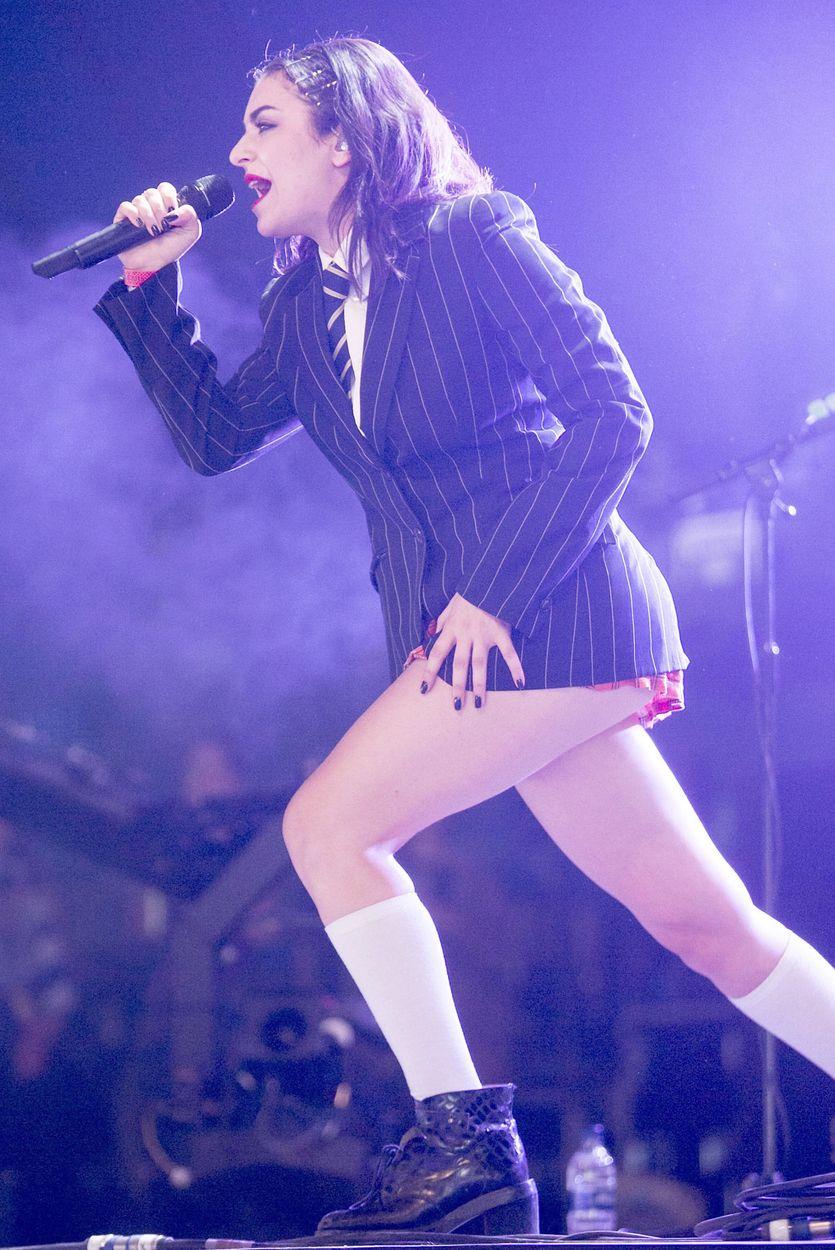 Charli XCX Upskirt (11 Photos)
