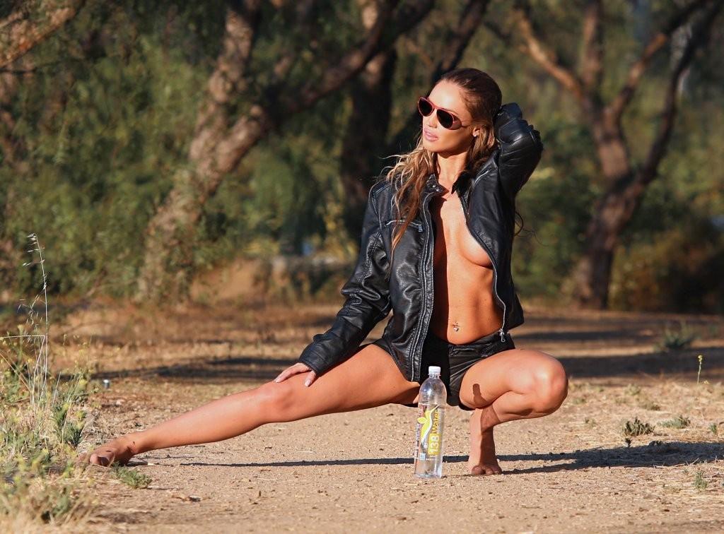 Charlie Riina Topless (30 Photos)