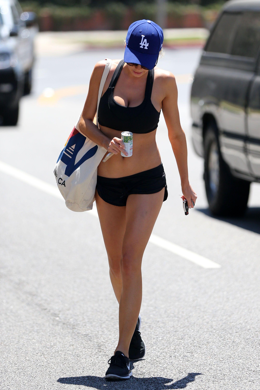 Charlotte McKinney Sexy (33 Photos)