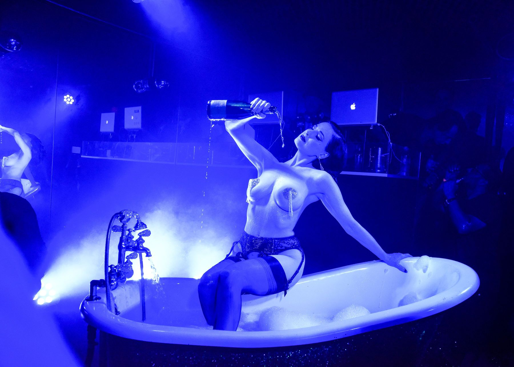 Dita-Von-Teese-Topless-1