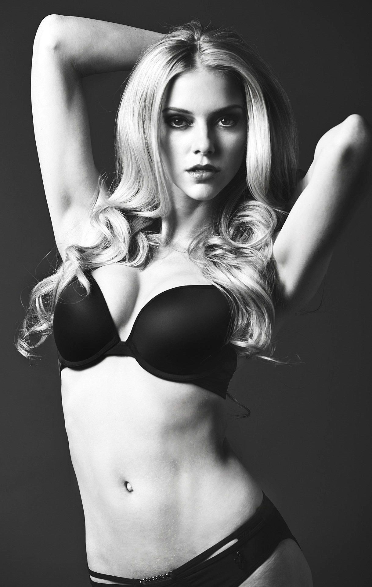 Elle-Evans-Sexy-1