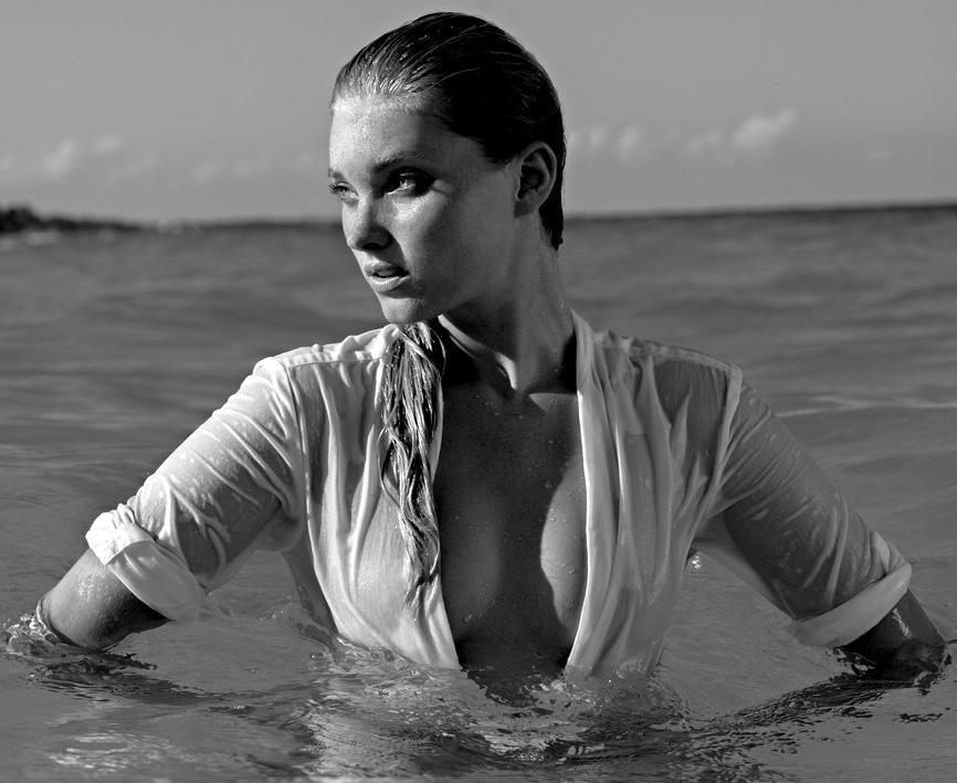 Elsa-Hosk-Topless-7