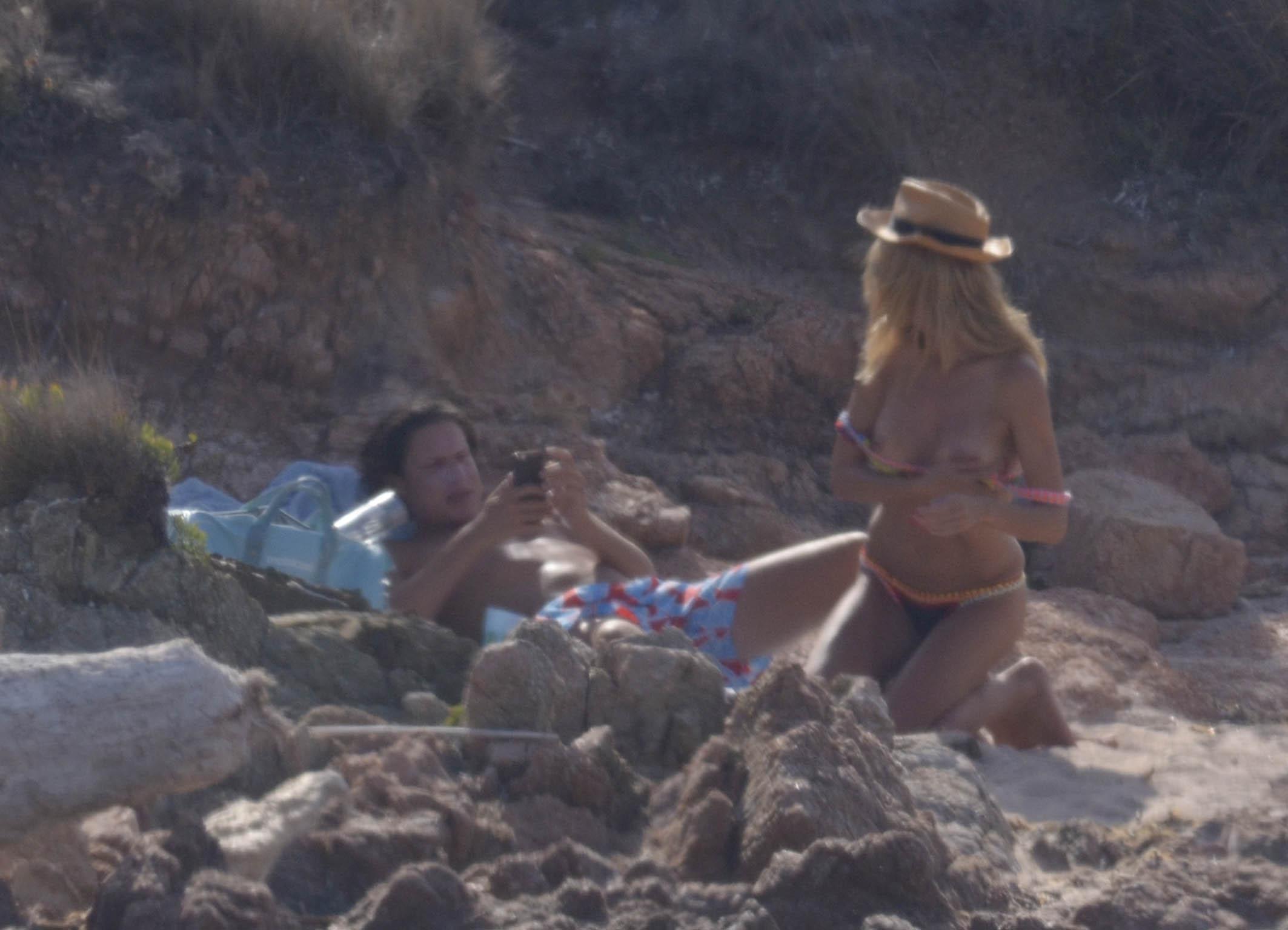 Heidi Klum Topless (10 Photos)