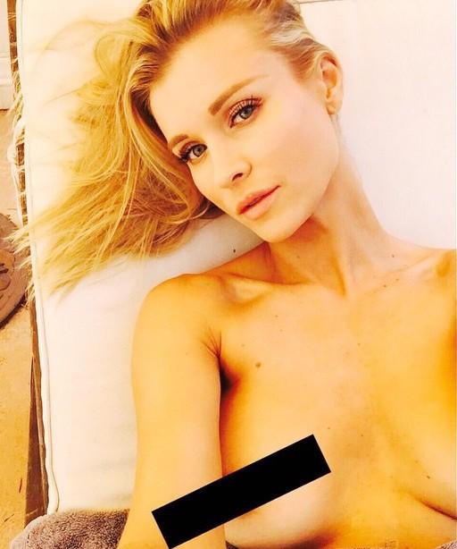 Joanna-Krupa-Topless-1