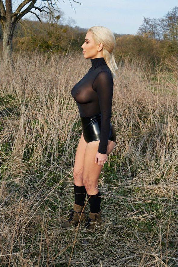 Kim Kardashian See Through (5 Photos)