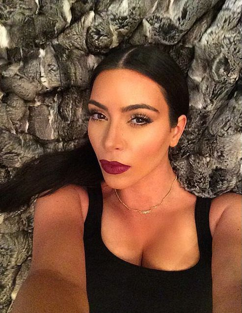 Kim-Kardashian-pre-bed-selfie