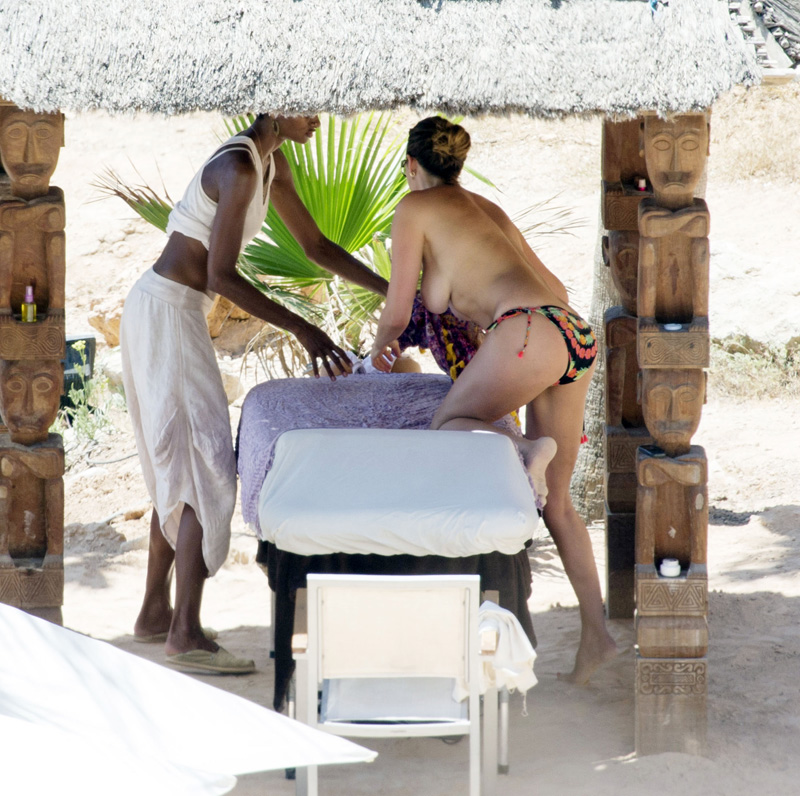 Lisa Snowdon Topless (4 Photos)