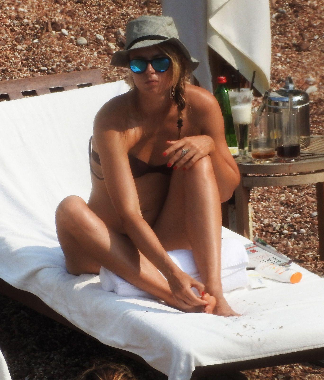 Maria Sharapova in a Bikini (16 Photos)