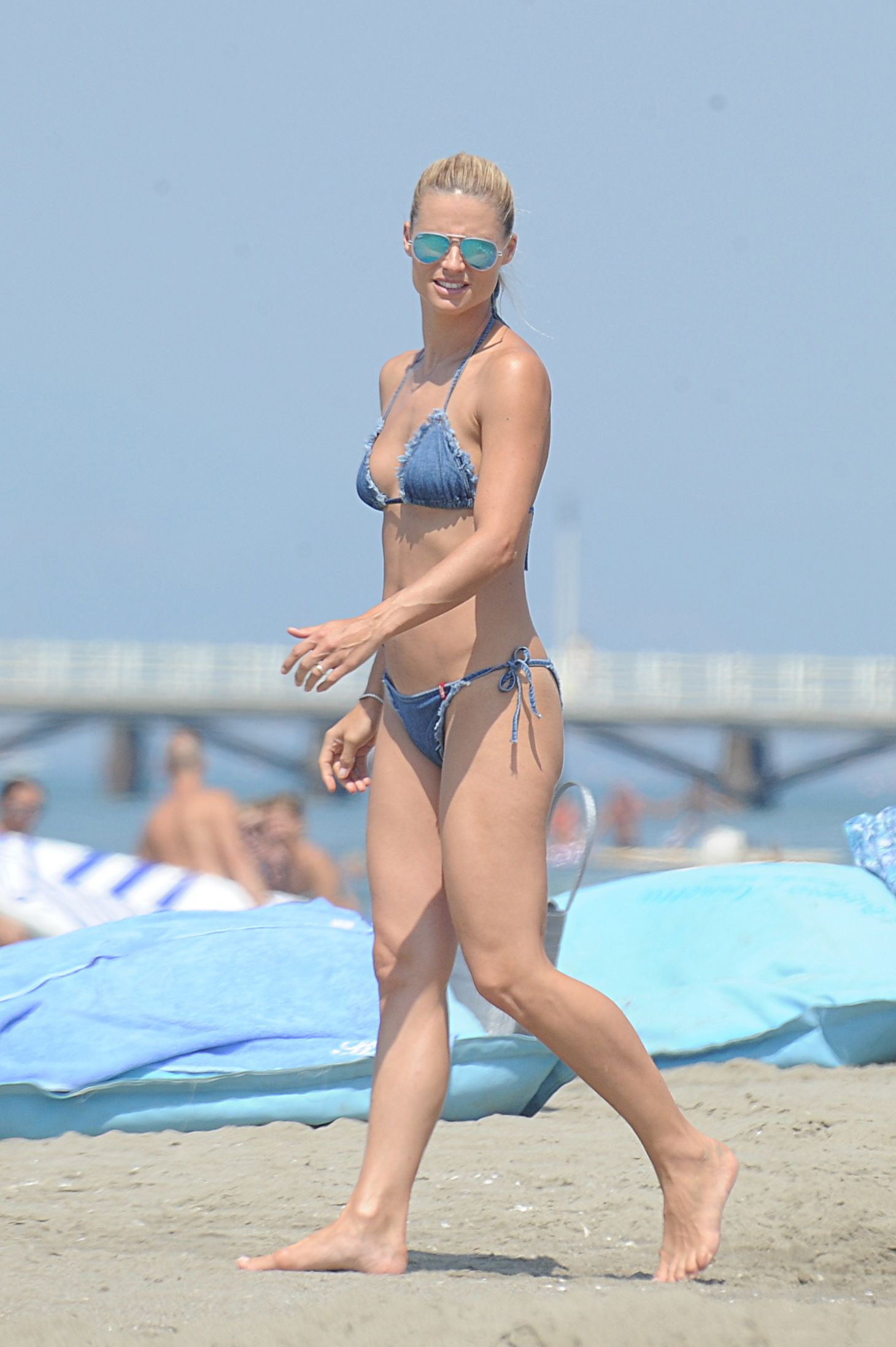 Gradually. Excuse, michelle hunziker bikini opinion