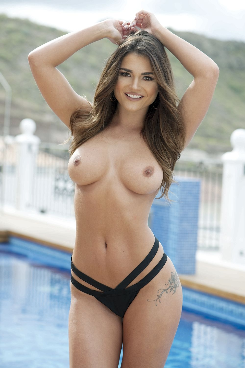 Model-India-Reynolds-Topless-2