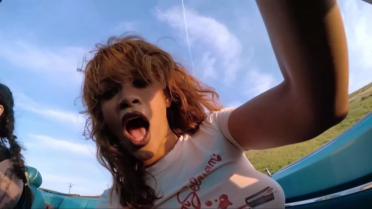 Rihanna-Nude-24