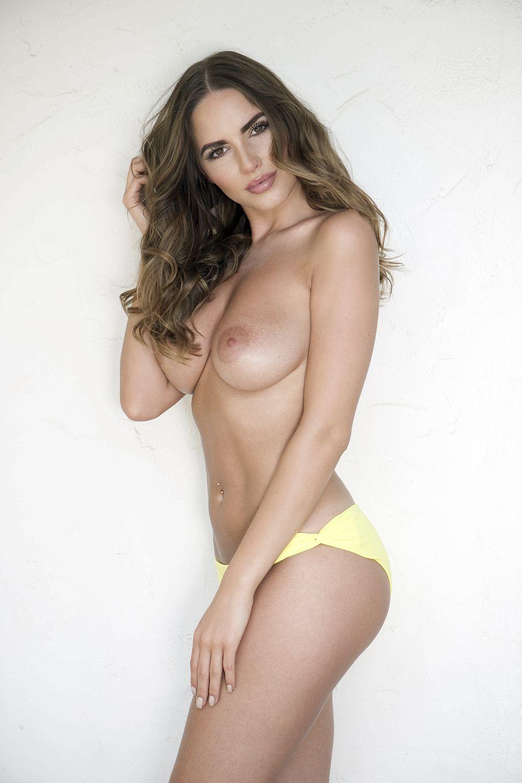 Busty Sabine Jemeljanova Topless (3 Photos)