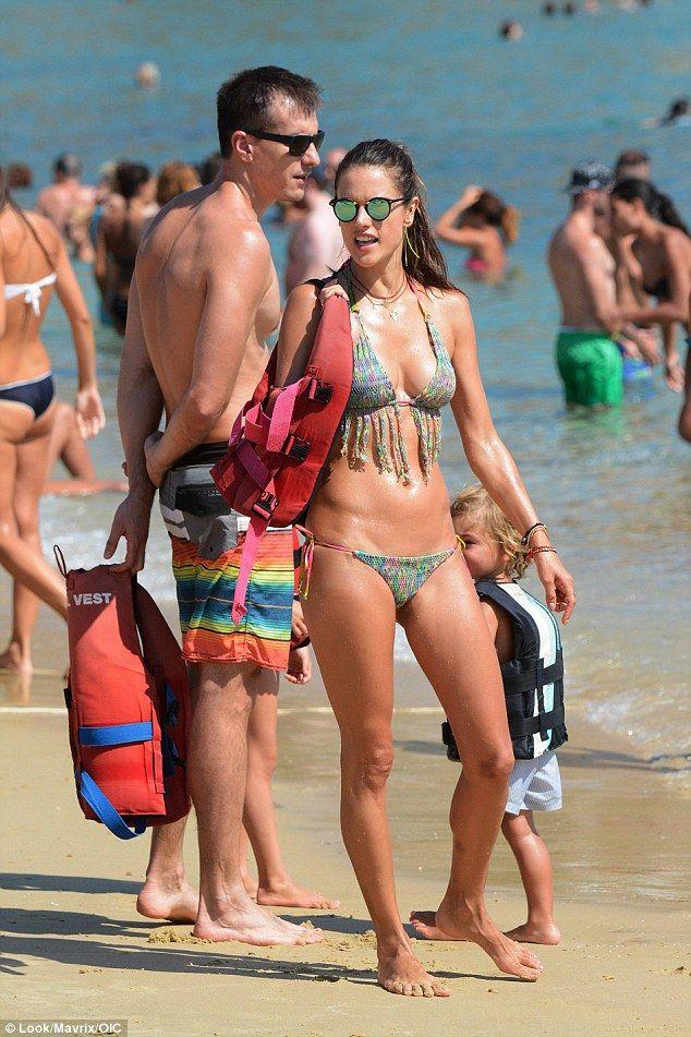 Alessandra Ambrosio in a Bikini (29 Photos)