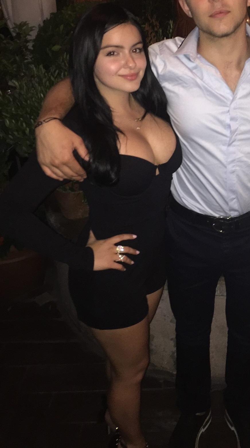 Ariel Winter Cleavage (9 Photos) | #TheFappening