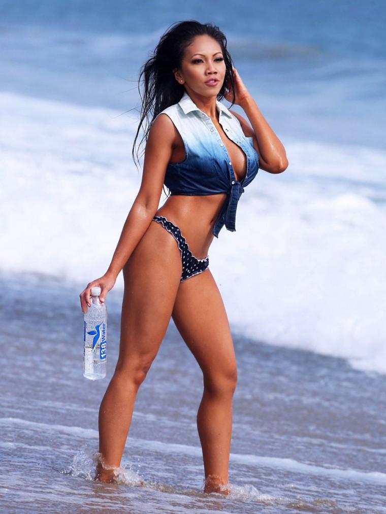 Caya Hefner in a Bikini (18 Photos)