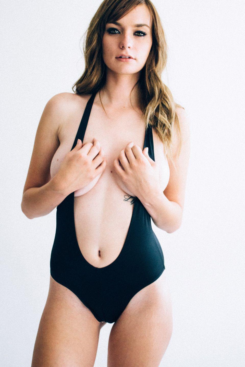 Courtney Barnum Sexy (10 Photos)