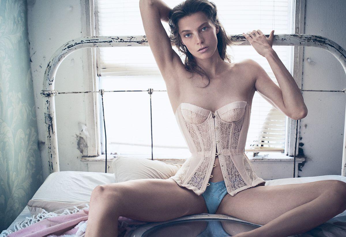 Daria Werbowy Topless (8 Photos)
