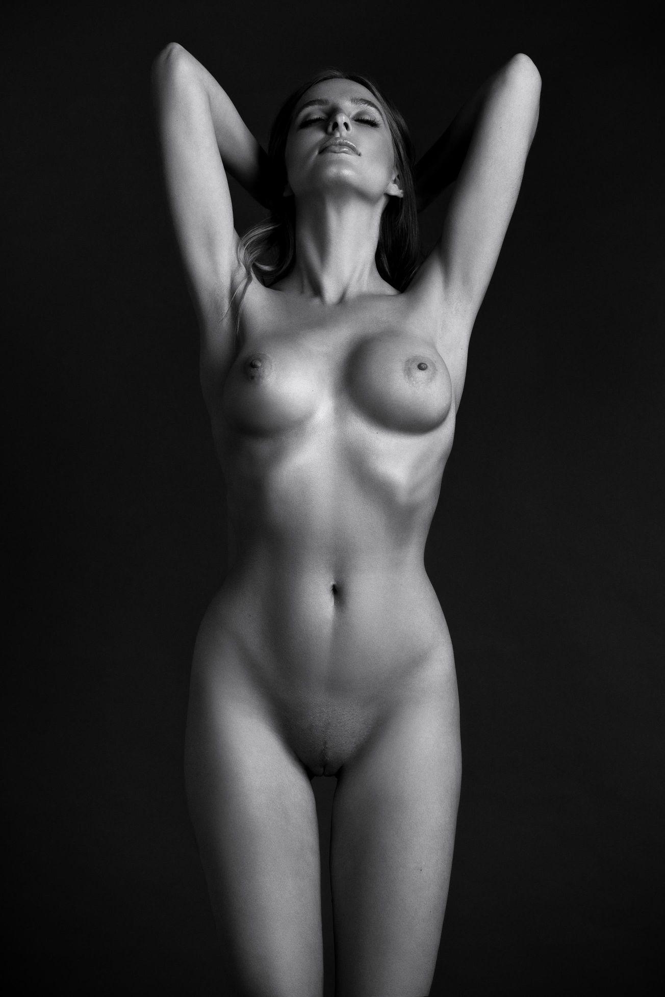 Sara Chafak Nude