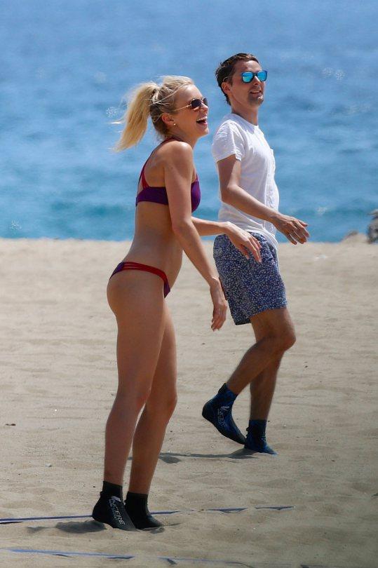 Elle Evans in a Bikini (15 Photos)
