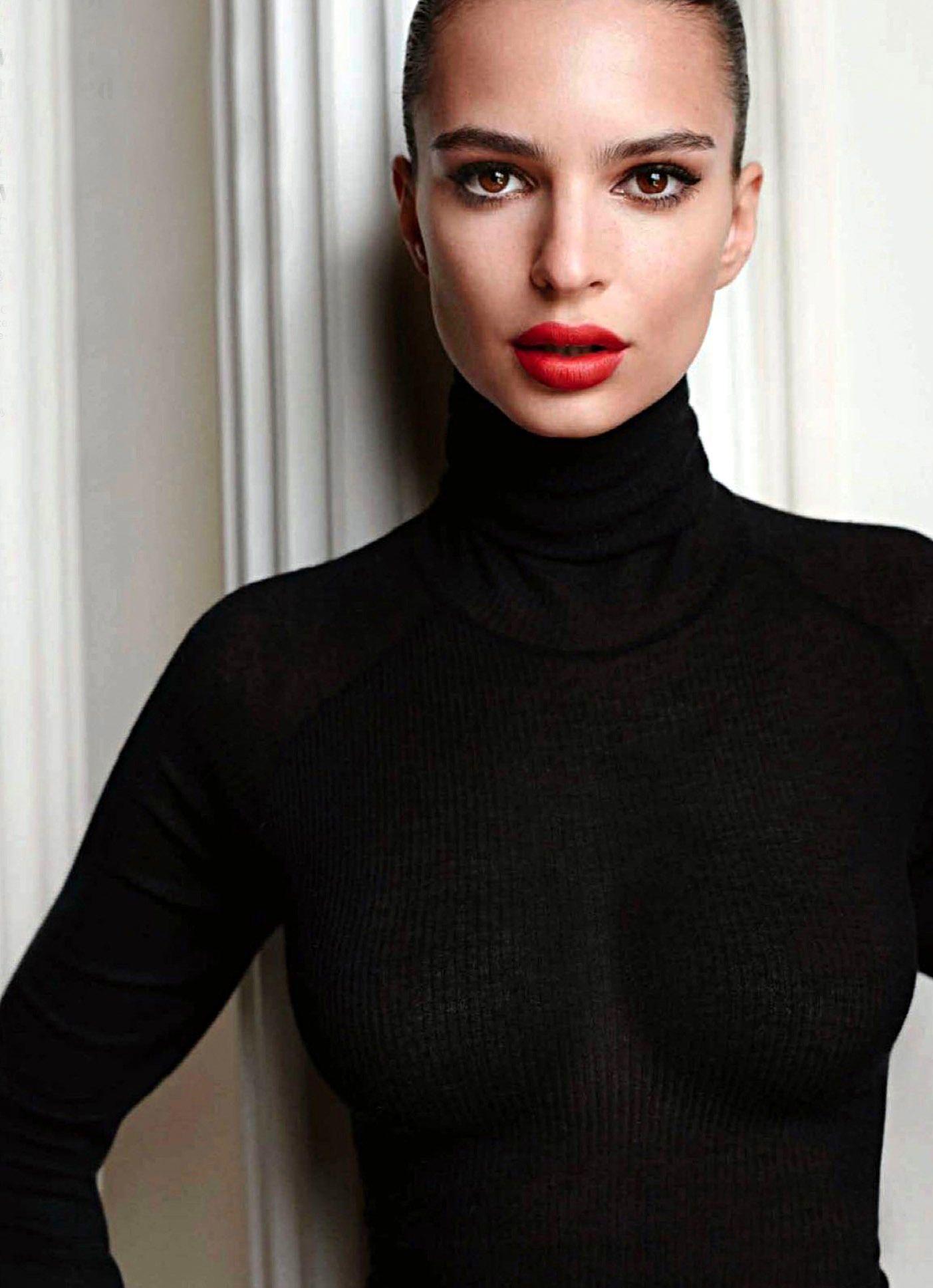 Emily Ratajkowski Sexy (9 Photos)