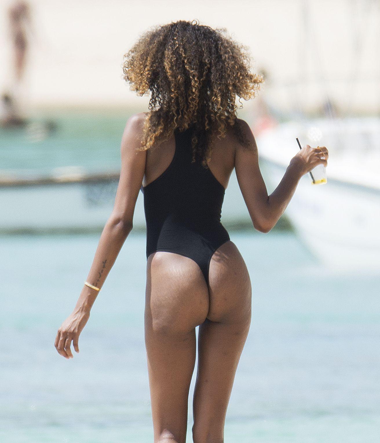 Jourdan Dunn in a Swimsuit (6 Photos)
