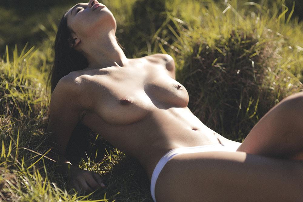 Kirstie Beck Topless (16 Photos)