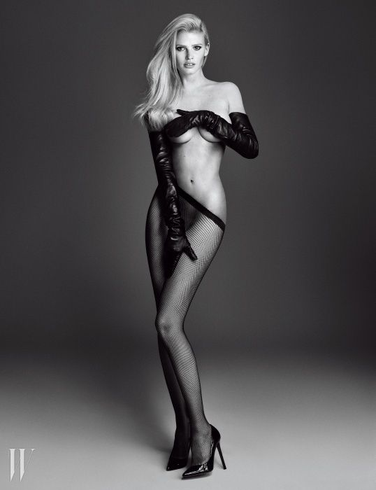 Lara Stone Topless (6 Photos)