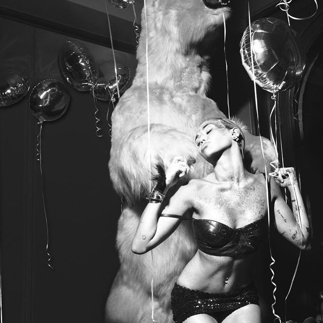 Miley Cyrus Sexy (3 Photos)