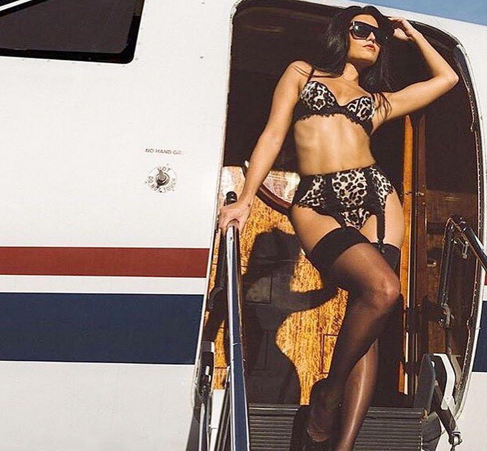 Monica Alvarez Sexy (16 Photos)