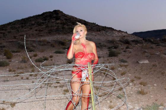 Nadeea Volianova Body Paint (8 Photos)