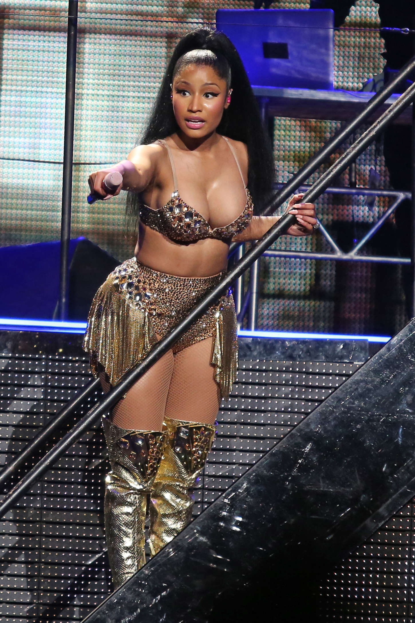 nicki minaj big booty uncensored