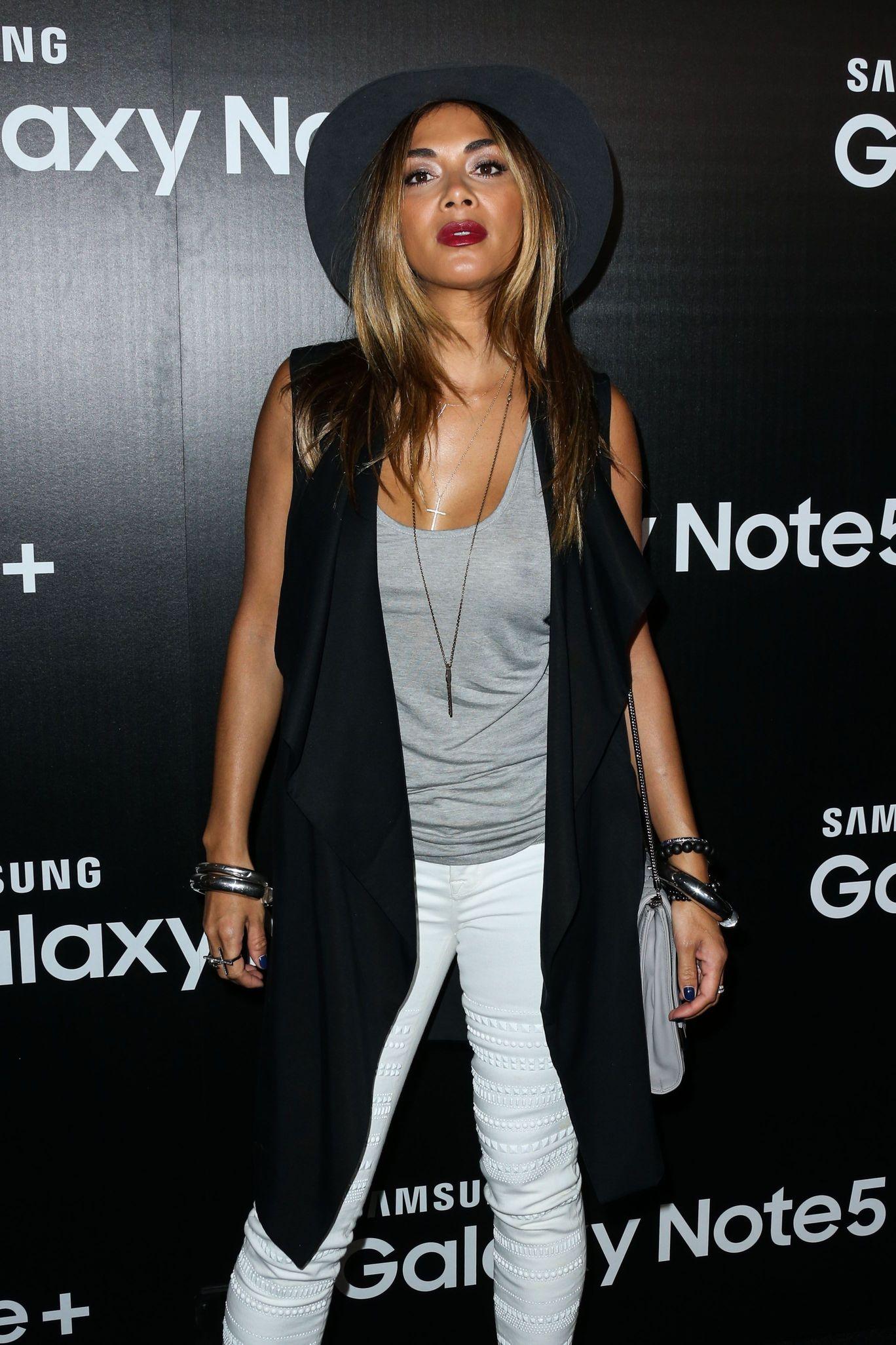 Nicole Scherzinger Braless (8 Photos)