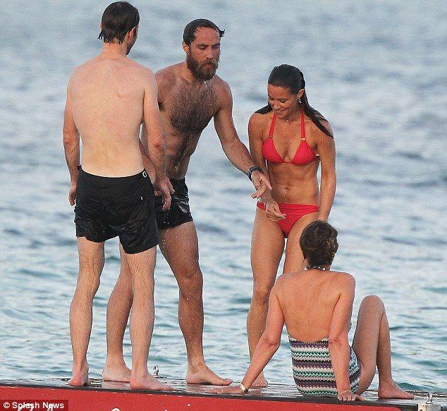 Pippa-Middleton-Bikini-12