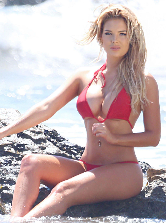 Sarah-Harris-in-a-Bikini-3