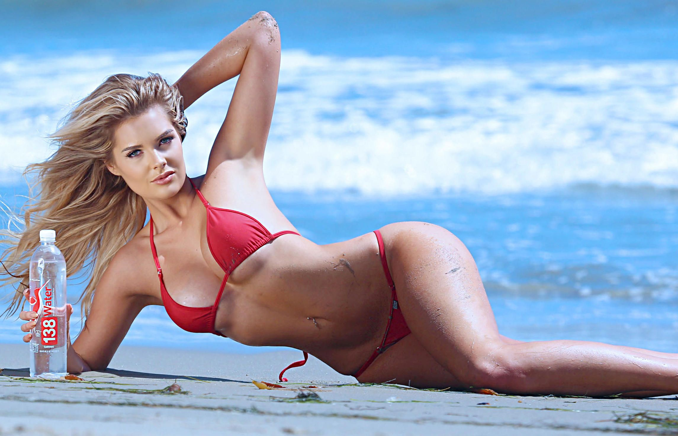 Sarah-Harris-in-a-Bikini-4