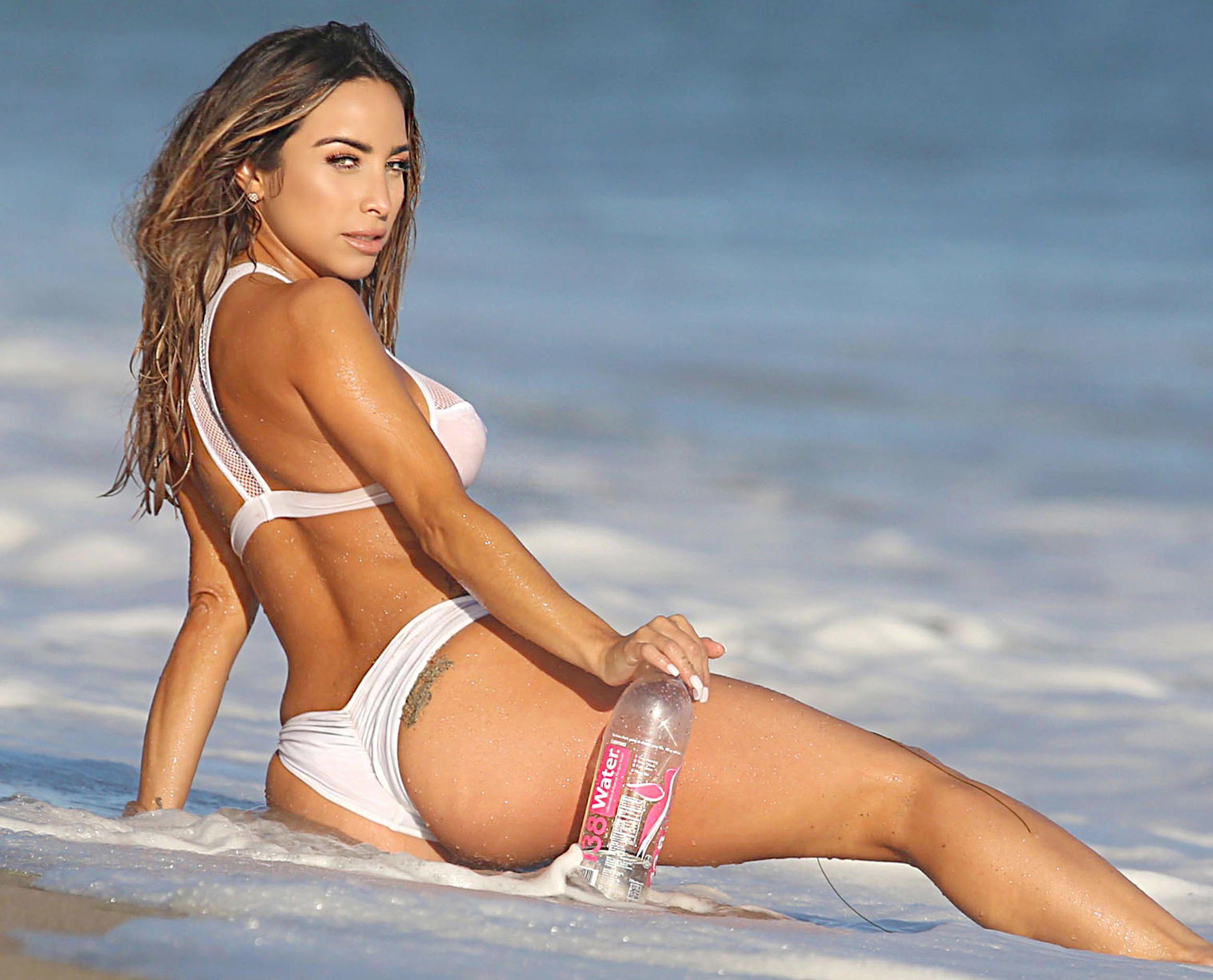 Yesenia-Bustillo-Bikini-3