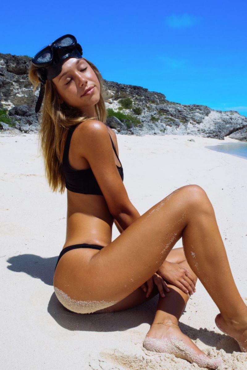 Alexis Ren Sexy (9 Photos)