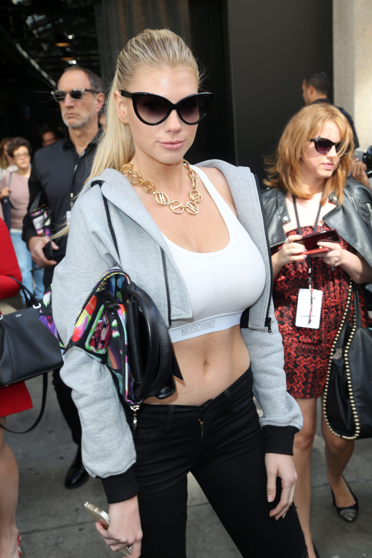 Charlotte-McKinney-Sexy-3