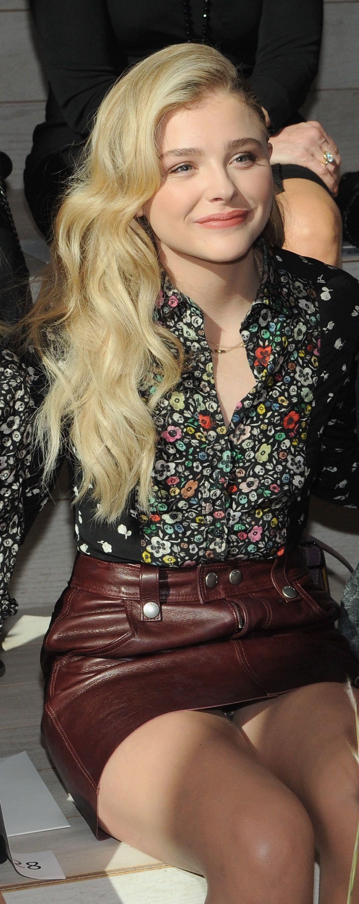 Chloe Grace Moretz Upskirt (6 Photos)