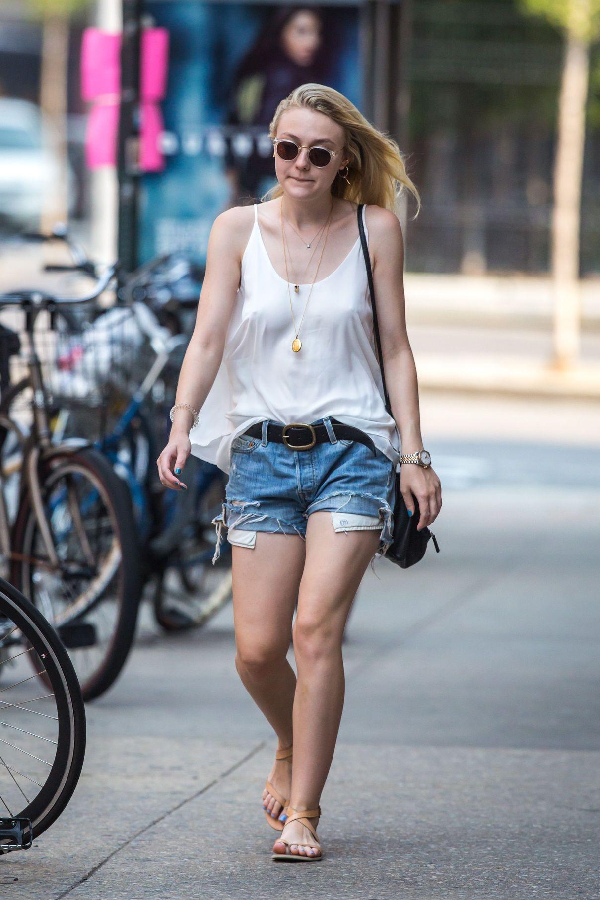 Dakota Fanning Braless (13 Photos) | #TheFappening