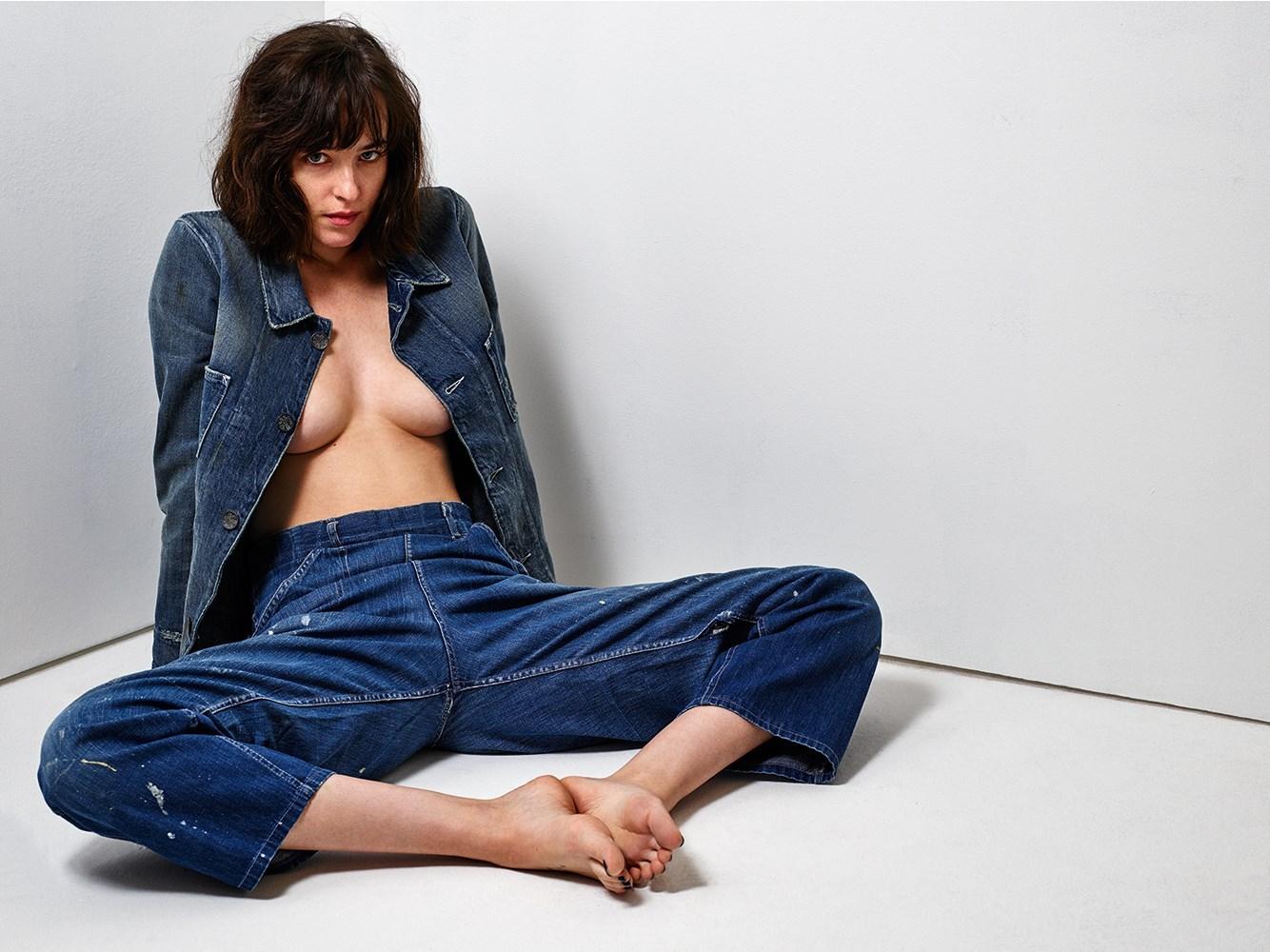 Dakota Johnson Topless (2 Photos)