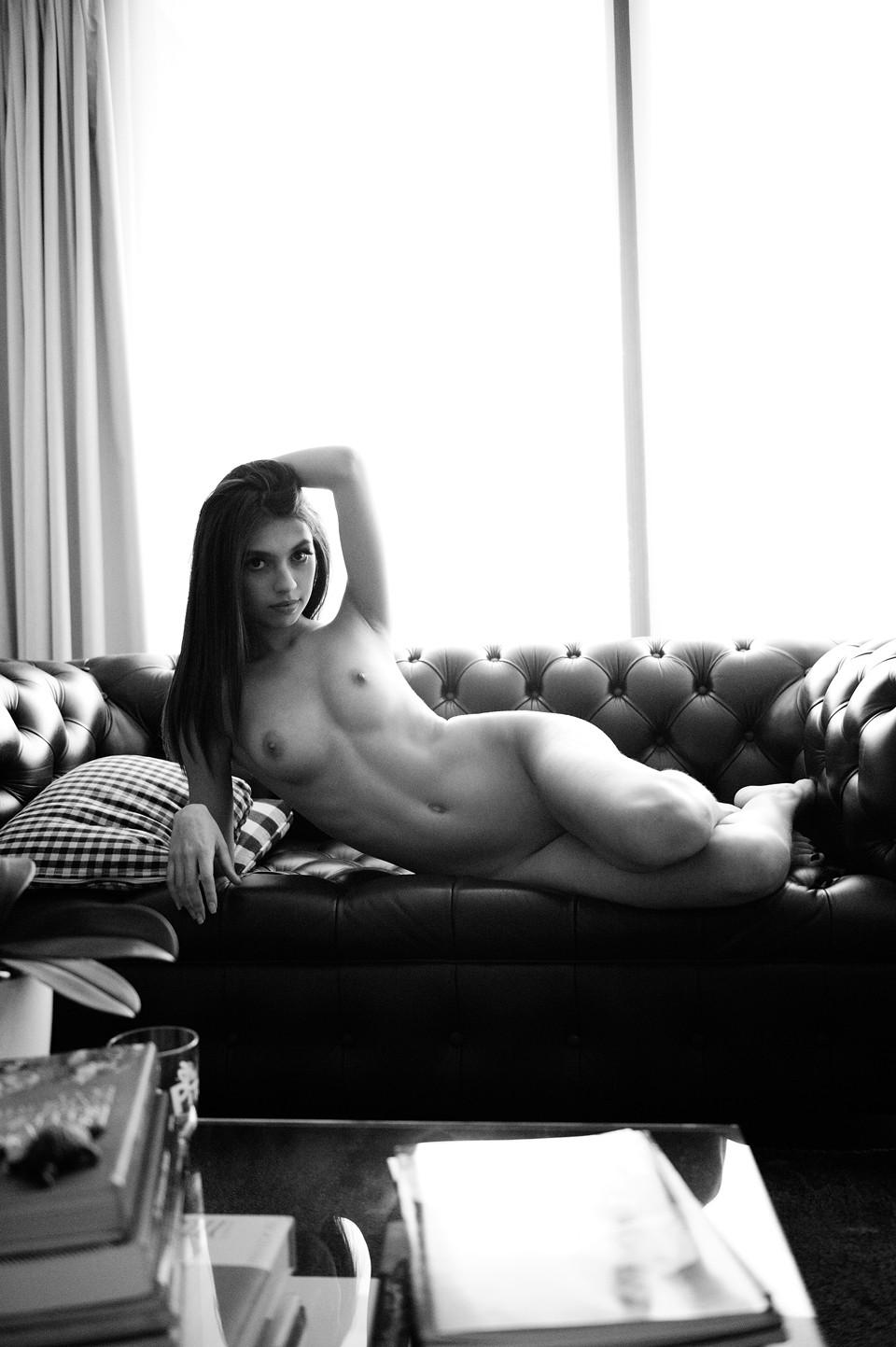 Iris Abella Nude (10 Photos)