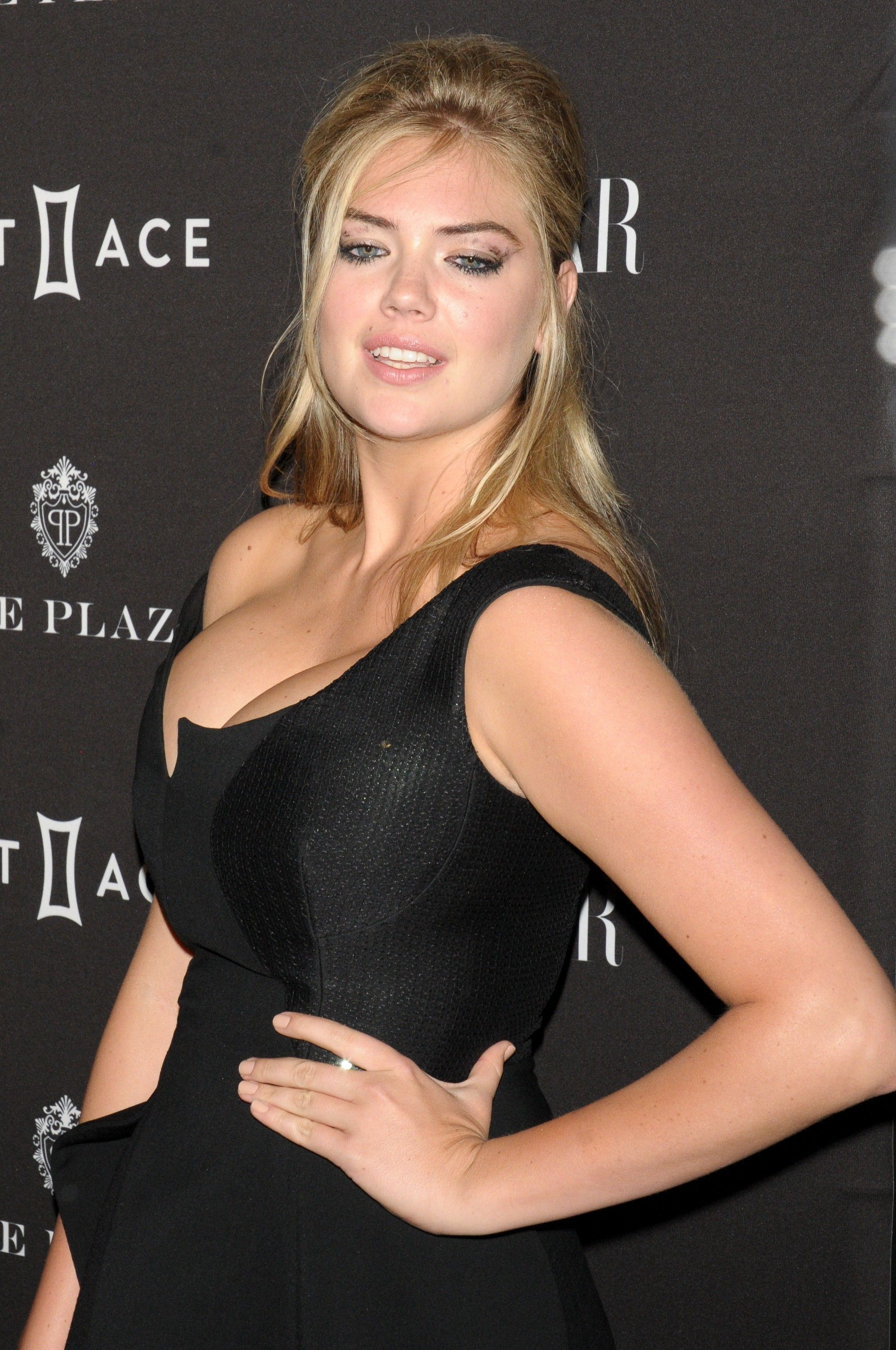 Kate Upton Cleavage (54 Photos)