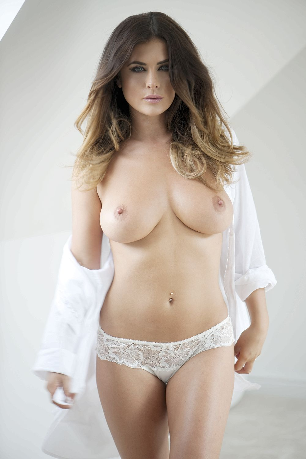 Kelly Hall Topless (4 Photos – Page 3)