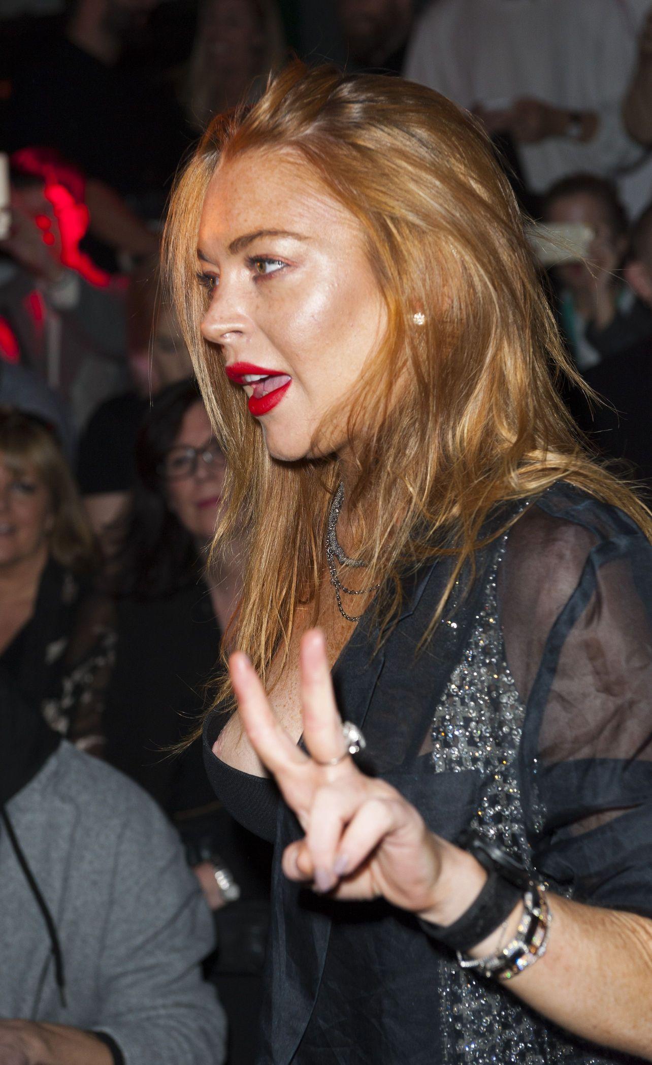 Lindsay Lohan Nipple Slip (20 Photos)